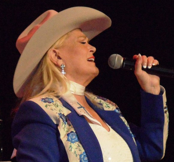 Lynn Anderson on stage, April 2011